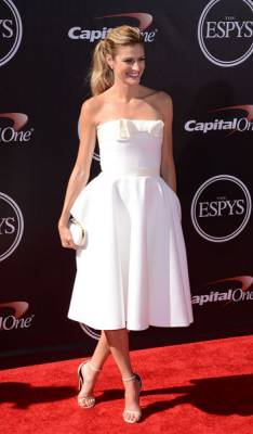 b2ap3_thumbnail_erin-andrews-white-dress-espy-awards-2014-w352.jpg